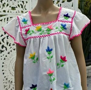 ViNtAgE 70s Mexican hand embroidered blouse